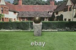 Boule De Sphère Sur L'ornement De Jardin De Dispositif De Fontaine D'eau De Pierre De Baquet De Cantabury
