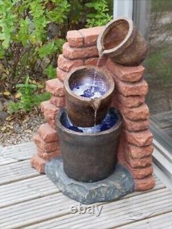 Caractère De La Fontaine D'eau Brick Powered Corner Outdoor Solar Backup Garden