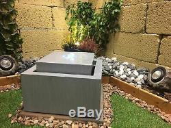 Cube Zinc Contemporain Jardin D'eau Caractéristiques, Énergie Solaire Fontaine D'extérieur