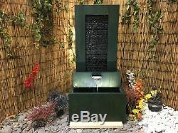 Élément D'eau Contemporain Avec Mur De Piscine Et Lumières, Solar, Fontaine De Jardin