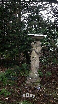 Fontaine À Jardin Ancienne Et Classique Dame Astor En Pierre Reconstituée