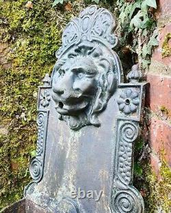 Fontaine D'eau De Fonte De Lion En Fonte Antique