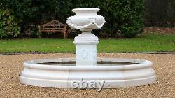 Fontaine D'eau De Jardin De Lions Urn, Dans La Piscine Moyenne Chester Caractéristique Pierre Surround