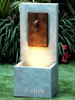 Fontaine Solitaire De Jardin De Dispositif D'eau Du Robinet Avec Des Lumières Et La Pompe
