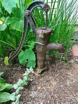 Fonte Antique Looking Garden Pitcher Pompe À Eau Bien Fontaine
