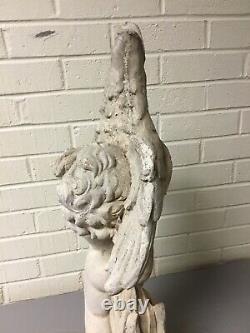 Garçon De Chérubin De Ciment De Cru Retenant La Fontaine D'eau De Statue De Jardin D'oie 25 Grand