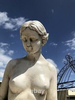 Grande Cruche D'eau Femelle Girl Garden Statue Caractéristique De L'eau Avec Bec De Fontaine De Base