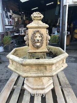 Grande Fontaine D'eau De Jardin De Lion