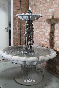 Grande Fontaine D'eau En Pierre De Jardin Comportant 3 Ornements Extérieurs De Statue De Grâce