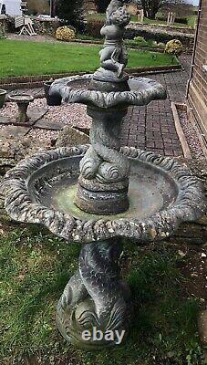 Grande Fontaine D'eau Magnifique Caractéristique De Dégagement De La Maison