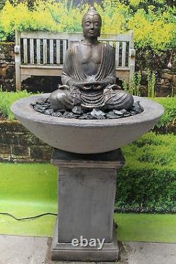 Grande Fontaine Sereine D'eau De Bouddha Sur La Statue Classique D'ornement De Jardin De Plinthe