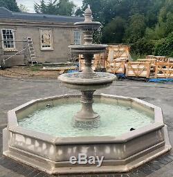 Grande Piscine Brecon Surround, Avec Edwardian Jardin Fontaine D'eau Caractéristiques