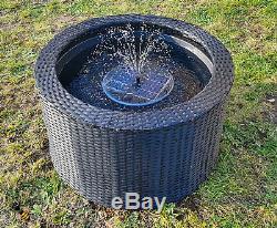Le Solaire De Fontaine De Fontaine D'eau Led Allume Le Rotin De Decking D'étang De Jardin De Patio