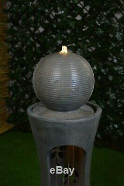 Mayfair Grand Jardin Avec Fontaine D'eau En Pierre À Led Avec Éclairage Autonome