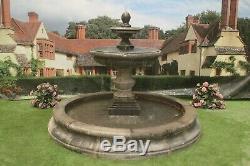 Moyen Cambrigde Piscine Grand Surround Regis Fontaine D'eau Jardin Featur