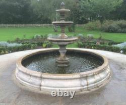 Piscine De Chester Moyen Entourent Avec La Fonction De Fontaine D'eau De Jardin Edwardienne