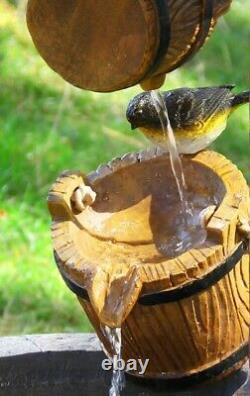 Primrose Solaire Souhaitant Fonction D'eau De Puits Pour Le Jardin Avec L'oiseau Nouvelle Boîte De Réception