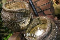 Robinet Et Fonction Carafes Traditionnelle Eau, Fontaine De Jardin Avec Des Lumières, Secteur De Briques