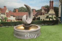 Sculpture De Requin Dans La Piscine Tate Surround Stone Jardin Fontaine D'eau